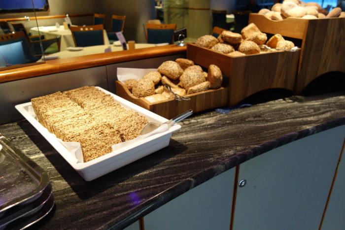 フッティルーテンの朝食1 hurtigruten  フッティルーテン、個人旅行で北極圏の旅 ノルウェー