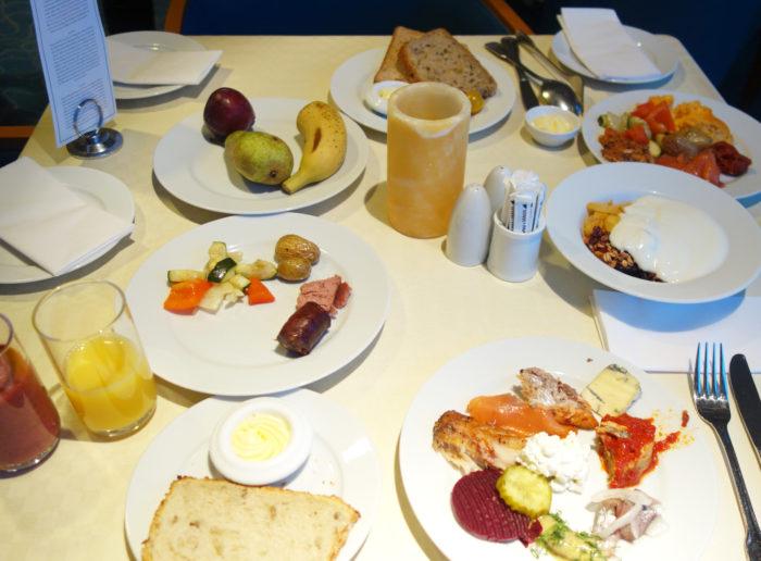 フッティルーテンの朝食3 hurtigruten  フッティルーテン、個人旅行で北極圏の旅 ノルウェー