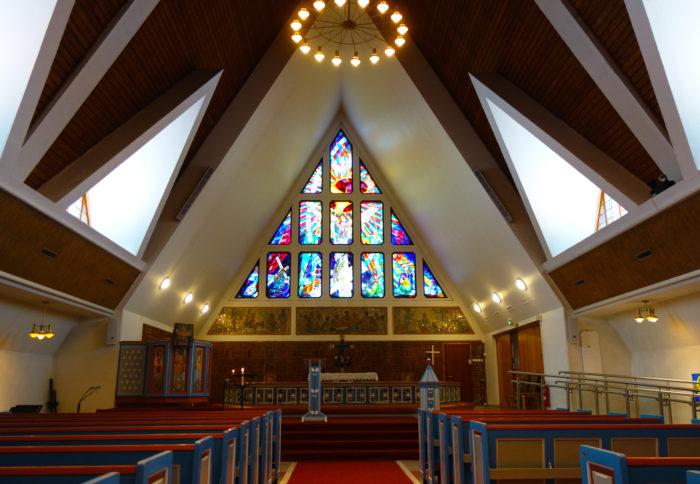 ハンメルフェスト・世界最北の町の教会 hurtigruten  フッティルーテン、個人旅行で北極圏の旅 ノルウェー
