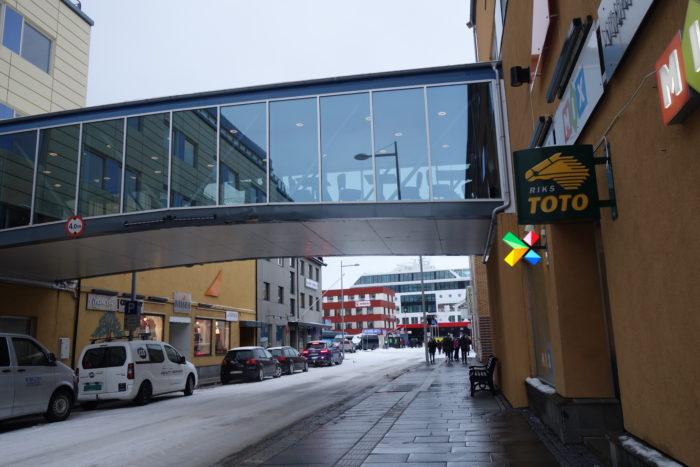 ハンメルフェスト・世界最北の町の中 hurtigruten  フッティルーテン、個人旅行で北極圏の旅 ノルウェー