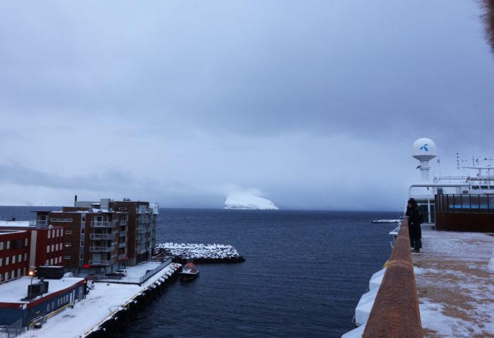 ハンメルフェストの港 hurtigruten  フッティルーテン、個人旅行で北極圏の旅 ノルウェー