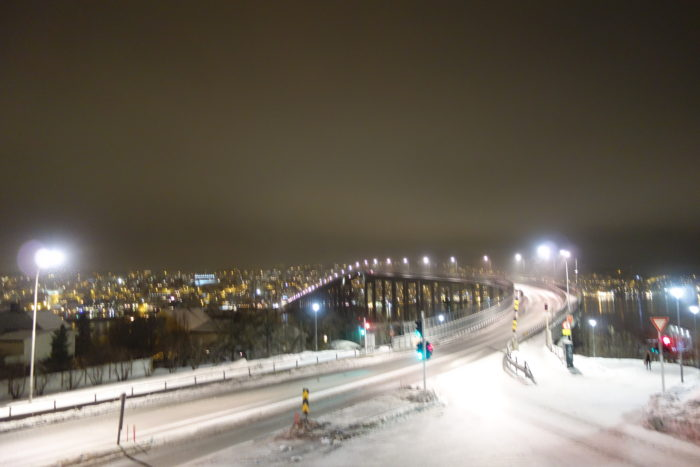 トロムソ・トロムスダーレン教会前の大きな橋 hurtigruten  フッティルーテン、個人旅行で北極圏の旅 ノルウェー